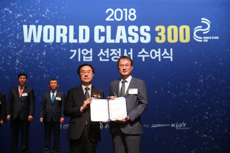 누리텔레콤 AMI 업계 최초로 월드클래스300기업선정_수여식_상반신.JPG